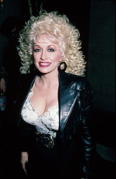 45 Vintage Dolly Parton Photos That Will Make You Want More Sequins in Your Life Dolly Parton Young, Beautiful Celebrities, Beautiful Women, Dolly Parton Pictures, Sexy Older Women, Hello Dolly, Up Girl, Looking Gorgeous, Country Music