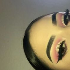 No edit, No filter Details for this pink half glitter cut crease is in previous posts Song: SZA- Doves in the wind ✨
