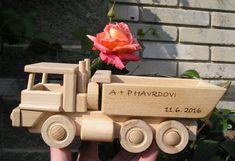 Houten speelgoed vrachtwagen tipper