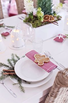 Cute christmas dining table...love the evergreen and cinnamon sticks under the bowl