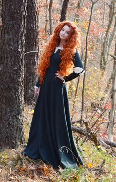 Disney Cosplay - Tonight I saw the most recent disney princess film, and I must say I enjoyed it a lot more then Ithought I would. So much so that I see another princess (or should I say, Queen) cosplay in my near … Merida Cosplay, Disney Cosplay, Merida Costume, Costumes Halloween Disney, Handmade Halloween Costumes, Halloween Kostüm, Halloween Cosplay, Brave Costume, Redheads