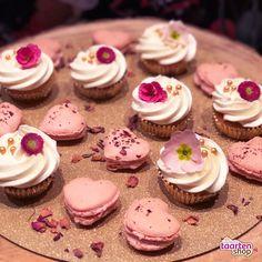 Valentijn cupcakes en macarons   Gemaakt door Ine Paauw (Heel Holland Bakt 2017) in samenwerking met Deleukstetaartenshop
