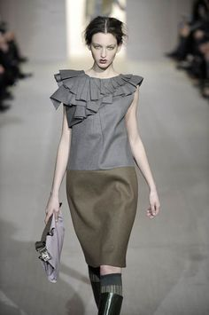 marni wool dress w pleated applique