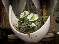 Inszenierte Ruheräume, zum Atem holen.  VALENTINO #Raumschmuck #Gesteck #Kunstchristrosen #Floristik  EBK-Blumenmönche Blumenhaus – Google+