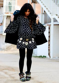 (DRESS Lenni Vintage, COAT Zara, BELTS Las Dalias Ibiza Hippy Market, BOOTS Sendra customized by Madame de Rosa)
