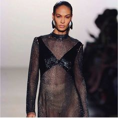 We love a fierce and bold geometric eyeshadow as seen on @joansmalls during the Prabal Gurung show at #NYFW Regram: @nyfw  via MARIE CLAIRE SOUTH AFRICA MAGAZINE OFFICIAL INSTAGRAM - Celebrity  Fashion  Haute Couture  Advertising  Culture  Beauty  Editorial Photography  Magazine Covers  Supermodels  Runway Models