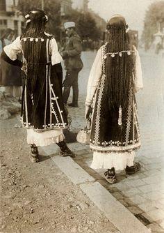 Bulgarian girls from the Shoppe (Sofia) region in 1915