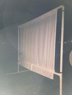 DIY Outdoor Movie Screen (low cost) standing design McMurtrie for the summer nights with your kiddos and your friends! Outdoor Movie Screen, Outdoor Movie Nights, Outdoor Fun, Outdoor Spaces, Outdoor Living, Outdoor Ideas, Outdoor Pictures, Outdoor Decor, Outdoor Projects