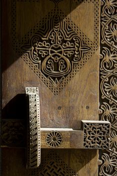 Puerta. Halat Abu Mahir, Al Muharraq, Muharraq by Elmar Bossart - Flickr.