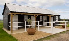 Horse barn plans - Small Barns That You And Your Horses Will Love! Horse Shed, Horse Barn Plans, Horse Stables, Horse Farms, Equestrian Stables, Dream Stables, House With Stables, Mini Horse Barn, Horse Barn Decor