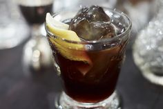 Rehaussez un cocktail à base de rhum et de vodka avec du thé glacé au citron…