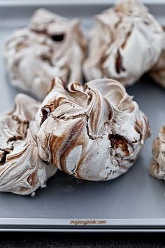 Cinnamon chocolate meringues (in Polish) Cute Food, Good Food, Polish Recipes, Pavlova, Cupcake Cookies, Chocolate Recipes, Food Inspiration, Sweet Recipes, Cookie Recipes