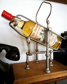 Botella 306 de un total de 630. El whisky de malta Auchroisk ha sido envejecido en barriles ex-Jerez tipo 'butt' durante 24 años. Pertenece a una edición muy limitada y exclusiva de The Ultimate. Destilado el 15.08.1990 y embotellado el 23.07.2015.  👉The Ultimate. Después de una cata de los mejores barriles de la destilería, se hace una cuidada selección y posteriormente se procede a embotellar sólo de ese barril, las botellas numeradas, todo en la misma destilería. Bourbon, Cata, Fire Extinguisher, Wine Rack, Whiskey, Japanese Whisky, Single Malt Whisky, Barrels, Bottles