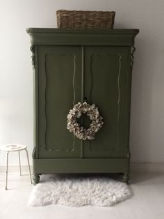living room ideas – New Ideas Green Painted Furniture, Colorful Furniture, Repurposed Furniture, Home Decor Furniture, Chalk Paint Projects, Milk Paint, Furniture Inspiration, Girl Room, Interior And Exterior
