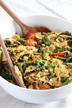 Lemony Spring Pasta Salad - a quick & easy vegan meal. Use GF pasta. Vegetarian Salad Recipes, Pasta Salad Recipes, Vegan Dinner Recipes, Vegan Dinners, Vegan Recipes Easy, Whole Food Recipes, Cooking Recipes, Cooking 101, Party Recipes