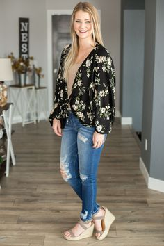 Plus Size Body Shapes, Plus Size Bodies, Floral Cardigan, Get The Look, Trendy Fashion, Kimono Top, Tie, Boutique, My Style