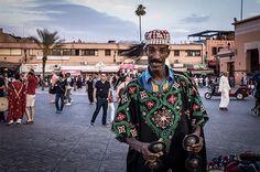 Ponpon sur la Place Jemâa el-Fna à  Marrakech, photo prise au Leica M9  www.camillegabarra.com #streetportrait #photographe #since1974