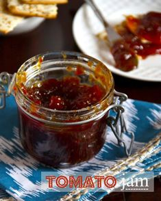 Tomato Jam (This one looks more like the one I just saw on Diners, Drive-Ins and Dives, where a Bloomington, IL, diner serves it on BLTs instead of tomatoes. Jelly Recipes, Jam Recipes, Canning Recipes, Appetizer Recipes, Appetizers, Tomato Relish, Tomato Jam, Grape Tomato Recipes, Jars