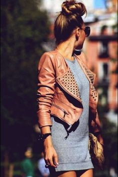 Gorgeous gray long blouse tee shirt and brown leather cute short jacket and brown leather cute clutch the best summer street style outfits