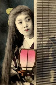 vintage everyday: Old Portraits of Maiko and Geisha with Their Natural Long Hair Down