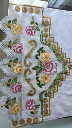 This Pin was discovered by HUZ Crochet Home, Love Crochet, Crochet Crafts, Single Crochet, Easy Crochet, Crochet Projects, Crewel Embroidery, Hand Embroidery Patterns, Filet Crochet