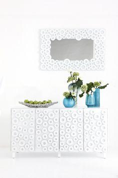 La vida trae consigo formas modernas  y colores clásicos. Con esta consigna, Modern viste tu hogar con una serie de productos que de seguro llamarán la atención.  #Kare, #Modern, #White, #Decoration.