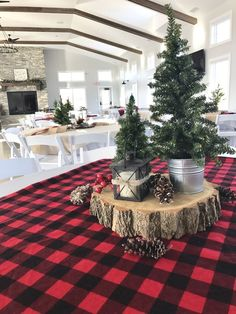 Awesome Country Christmas Decoration Ideas - A lot of country themed home are most likely to go for country Christmas decorations. Of course, country Christmas decorations will certainly complete. Plaid Christmas, Christmas Home, Cheap Christmas, Christmas Lights, Christmas 2019, Homemade Christmas, Simple Christmas Trees, White Christmas, Country Christmas Trees