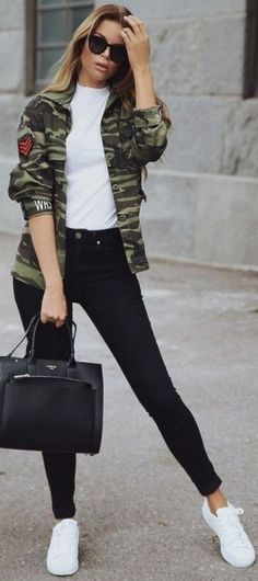 Nice 48 Trendy Sporty Chic Outfits for women style http://inspinre.com/2017/12/09/48-trendy-sporty-chic-outfits-women-style/