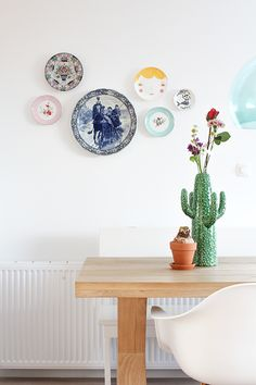 Dining room: Plates on the wall by at{Elske Leenstra} Living Room Modern, Plates On Wall, Interior Design Living Room, Scandinavian Interior, Room Inspiration, Home Accessories, Sweet Home, Gallery Wall, Interior Architecture