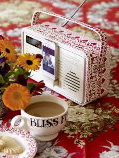 Pretty Emma Bridgewater Radio in the Sampler pattern Cosy Kitchen, Dab Radio, Emma Bridgewater, Furniture Decor, Tea Party, Pottery, Marmalade, Teapots, Floral