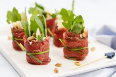 Carpaccio rolletjes met rucola Easy Smoothie Recipes, Easy Smoothies, Good Healthy Recipes, Healthy Snacks, Snack Recipes, Snacks Für Party, Coconut Recipes, Appetisers, Pumpkin Spice
