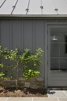 Home Exterior Inspiration - Rooms For Rent blog Modern Exterior, Exterior Colors, Exterior Paint, Exterior Design, White Farmhouse, Modern Farmhouse, Sas Entree, Board And Batten Exterior, Stone Cottages
