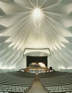 Intérieur de l'auditorium de Ténérife à Santa Cruz, conçu par l'architecte espagnol Santiago Calatrava Valls. Voir l'extérieur : http://www.pinterest.com/pin/459367230714387092/                                                                                                                                                                                 Plus