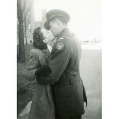 Great photo - WW2 soldier & his sweetheart
