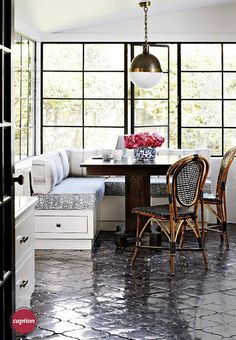 LOVE. The perfect breakfast nook.