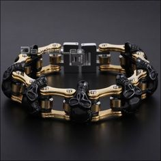 We introduce our brand new Motorcycle chain bracelet! Its stainless steel, high quality men bracelet and heavy piece of jewelry for men who like to be noticed.