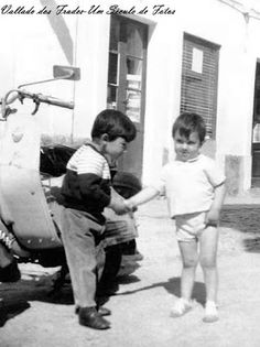 Vallado dos Frades-Um século de fotos: Meninos Brincando na rua em 1970