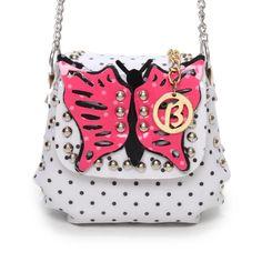 d12c329375db4 Bolsa transversal da Larissa Manoela, fechamento com imã, tem um lindo  acamento em verniz e tachas com estilo poá, esta bolsa encanta com o  detalhe de ...