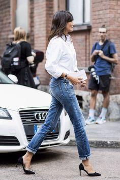Emmanuelle Alt in a classic white shirt, cuffed denim and heels. Boyfriend Jeans, Vogue Editor In Chief, Denim Fashion, Fashion Outfits, Style Fashion, Classic Fashion, Petite Fashion, Ootd Fashion, Womens Fashion