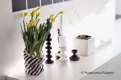 Kev�tkukkia modernimpaan tyyliin. Tete narsissi Vase, Decoration, Home Decor, Decor, Decoration Home, Room Decor, Flower Vases, Dekoration, Decorations