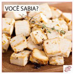 O tofu nada mais é do que um queijo de soja. Seu sabor neutro permite que faça parte de receitas variadas. Com pouco carboidrato o tofu tem quase metade das calorias do queijo branco. Também é rico em vitaminas do complexo B, ferro e magnésio. O magnésio atua no metabolismo da proteína, do carboidrato e da gordura. Portanto, o queijo de soja é perfeito para quem quer emagrecer sem passar fome e sem perder músculo.