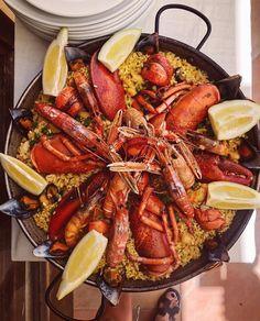 Spansk mat i all ära men nu längtar jag efter hemlagad mat♥️ Stå i köket och laga nåt till familjen, nåt extra gott blir det nu när Sverige…