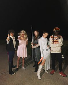 Stranger Things Cast Dress Up As Star Wars Characters For Halloween Stranger Things Saison 1, Stranger Things Actors, Bobby Brown Stranger Things, Stranger Things Have Happened, Stranger Things Aesthetic, Stranger Things Funny, Stranger Things Netflix, Stranger Things Costumes, Stranger Things Halloween Costume