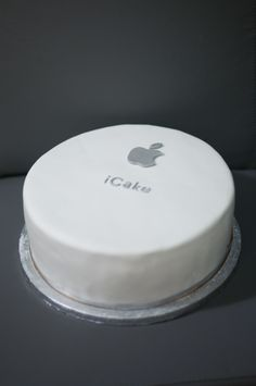iCake - Apple computers themed cake, covered in fondant