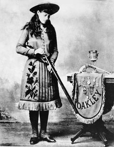 An 1890 publicity photo for one of America's greatest cowgirls, Annie Oakley http://www.vintag.es/2014/05/amazing-vintage-photos-of-truly-cowgirls.html