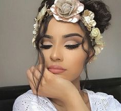 Cut crease eyeshadow is one of the newest and most popular eye makeup trends. It is basically any eye makeup that changes dramatically at the crease o. Makeup Goals, Love Makeup, Makeup Tips, Makeup Ideas, Makeup Trends, Gorgeous Makeup, Makeup Designs, Pretty Makeup, Sweet 16 Makeup