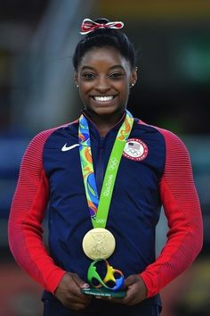Simone Biles Says Michael Phelps Taught Her How To Stack Her Medals - Pouted Magazine Trends Gymnastics Tricks, Gymnastics Posters, Gymnastics Pictures, Sport Gymnastics, Olympic Gymnastics, Gymnastics Stuff, Amazing Gymnastics, Olympic Games, Simone Biles Instagram