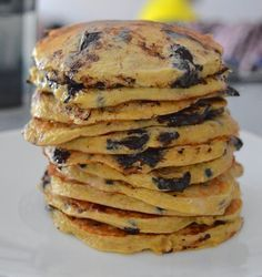 Pancakes (proteinés) à la banane et pépites de chocolat noir