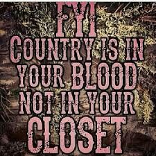 Sooo true:) these girls that are city slickers think they can by a camo shirt and put on boots and they're country.sorry ladies! It's how you're raised and what you love that makes you country Real Country Girls, Country Girl Life, Cute N Country, Country Women, Cowgirl Secrets, Cowgirl Quote, Southern Sayings, Country Sayings, Southern Women