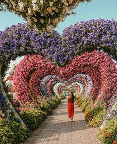8 Dreamy Destinations to Add to Your 2018 Travel Bucket List 2018 bucket list: Dubai Photo by Twenty Four With Me. One of my resolutions for 2018 was to travel more, so I have added up the 8 of the mo Amazing Gardens, Beautiful Gardens, Garden Art, Garden Design, Garden Ideas, Miracle Garden, Heart In Nature, Beautiful Flowers Garden, Amazing Nature